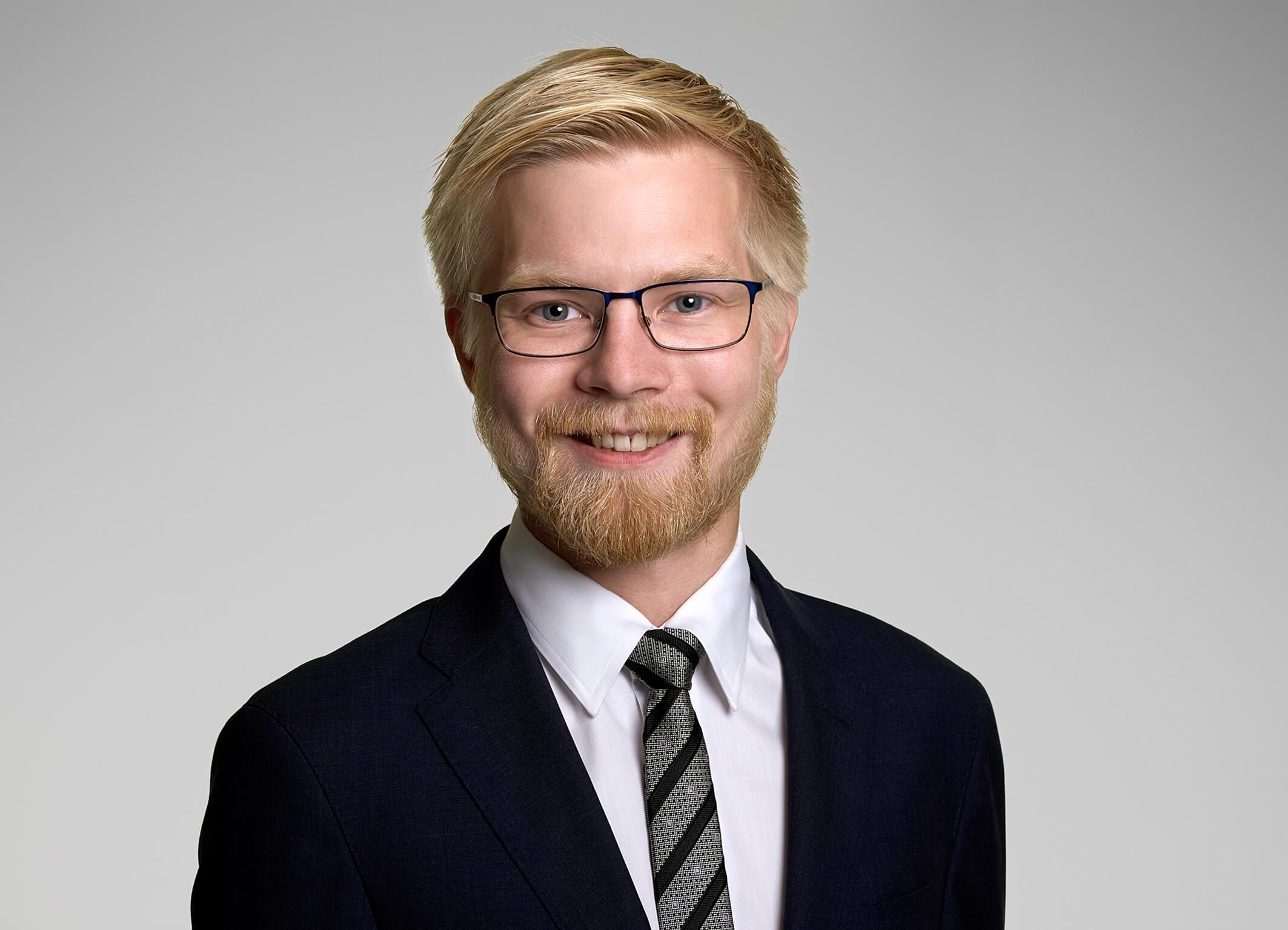 Vi gratulerer Henrik Myklebust med advokatbevilling!